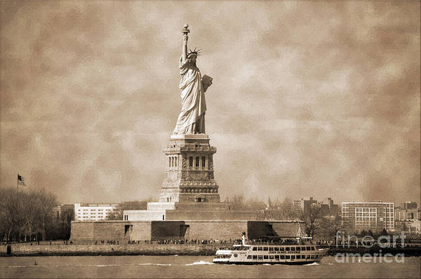 Photograph - Vintage Statue Of Liberty by RicardMN Photography