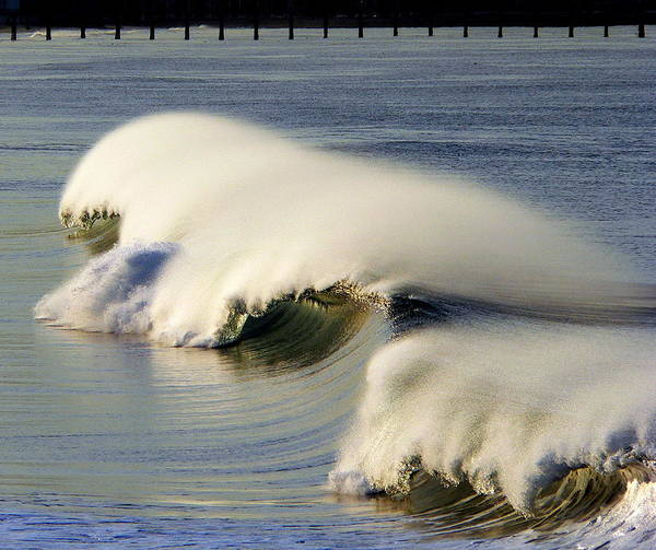 Photograph - Windswept Wave by Jeff Lowe