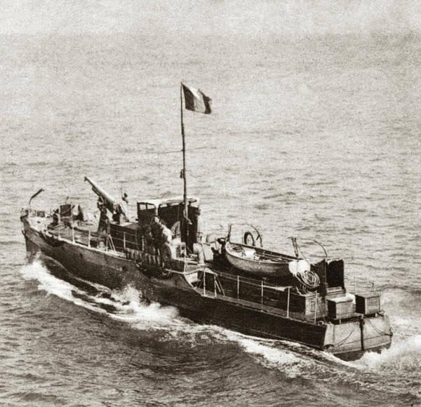 Wall Art - Photograph - World War I French Ship by Granger