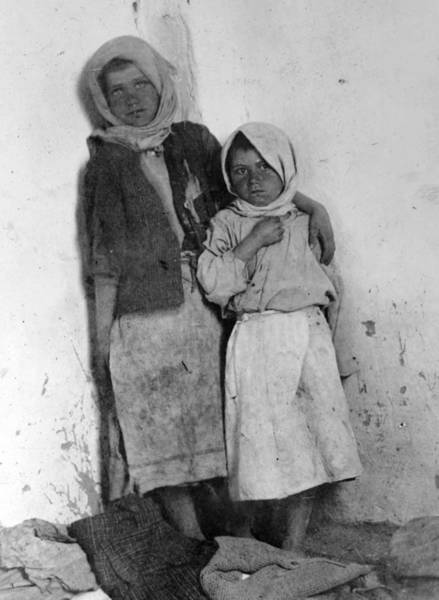 Wall Art - Photograph - Wwi Orphans, 1918 by Granger