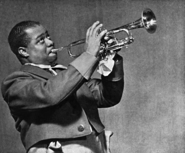 Wall Art - Photograph - Louis Armstrong (1900-1971) by Granger