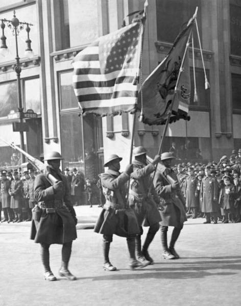Wall Art - Photograph - Wwi Parade, 1919 by Granger