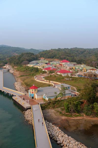Roatan Photograph - Central America, Honduras, Roatan by Jim Engelbrecht