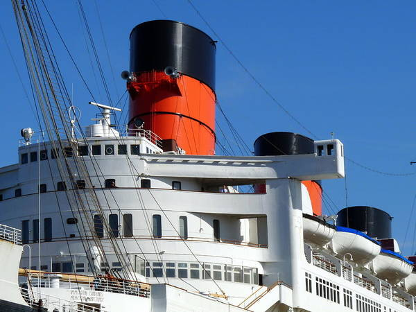 Photograph - Rms Queen Mary by Jeff Lowe