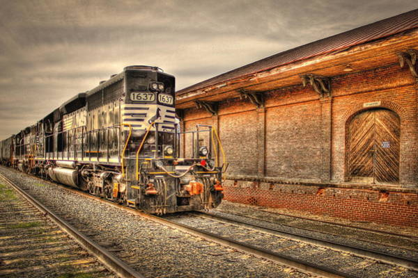 Norfolk Photograph - Locomotive 1637 Norfork Southern by Reid Callaway