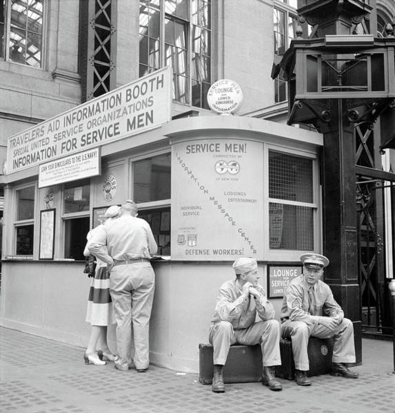 Photograph - Nyc Penn Station, 1942 by Granger