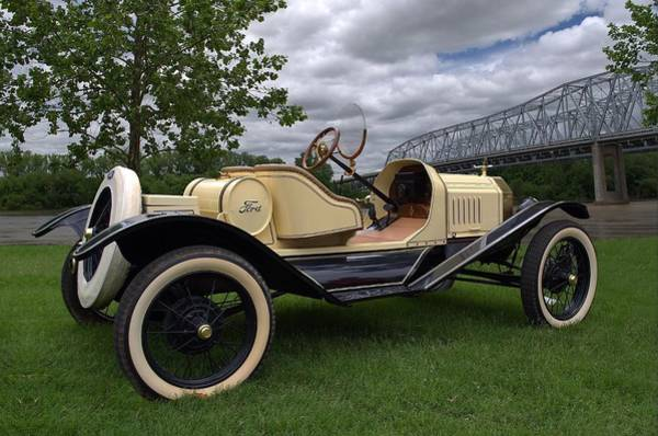 Photograph - 1915 Ford Model T Roadster by Tim McCullough