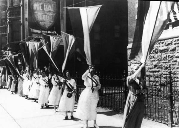 Equal Rights Wall Art - Photograph - 1920 Suffrage Demonstrators by Underwood Archives