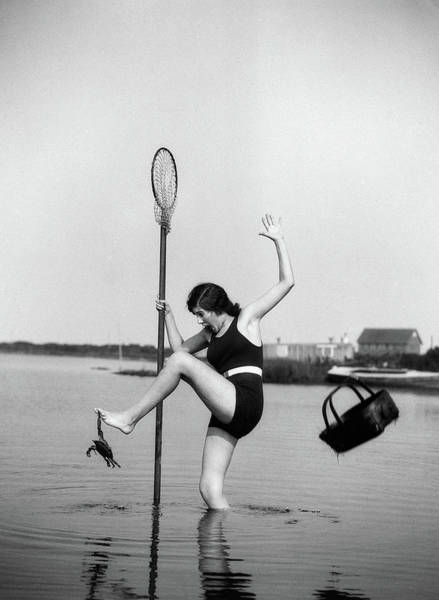 Wall Art - Photograph - 1920s Woman Crabbing Surprised By Crab by Vintage Images