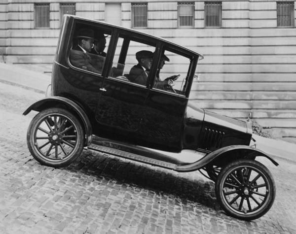 Thoroughfare Photograph - 1921 Ford Model T Tudor by Underwood Archives