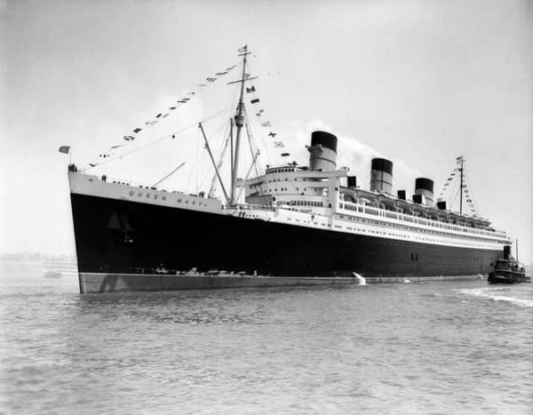 Wall Art - Photograph - 1930s 1936 Maiden Voyage Of Queen Mary by Vintage Images