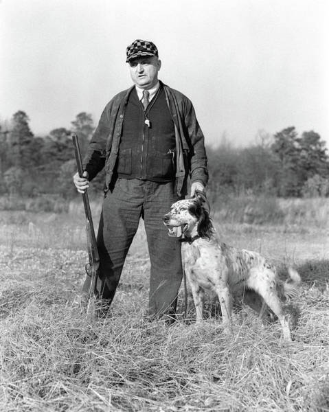 Setters Photograph - 1930s Man Standing In Field Holding by Animal Images