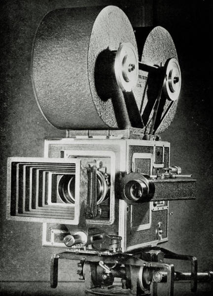 Wall Art - Photograph - 1930s Movie Camera by Science Photo Library