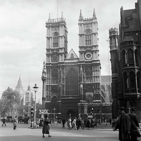 Wall Art - Photograph - 1930s Street Scene Westminster Abbey by Vintage Images