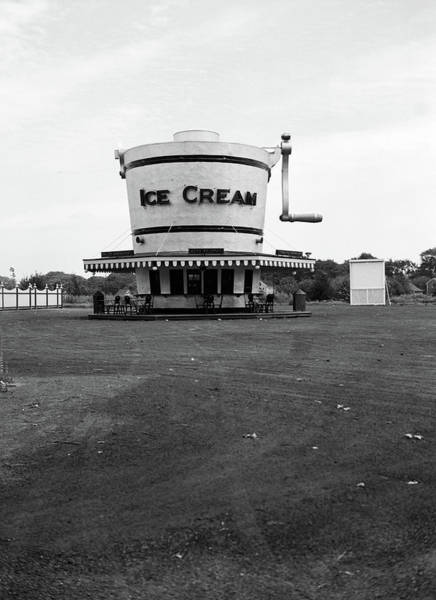 Crank Photograph - 1937 1930s Roadside Refreshment Stand by Vintage Images