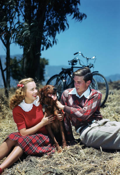 Setters Photograph - 1940s 1950s Teen Couple Outdoors by Animal Images