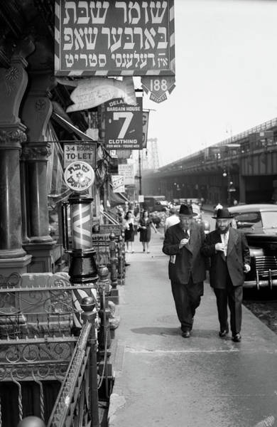 Williamsburg Photograph - 1940s Manhattan Lower East Side by Vintage Images