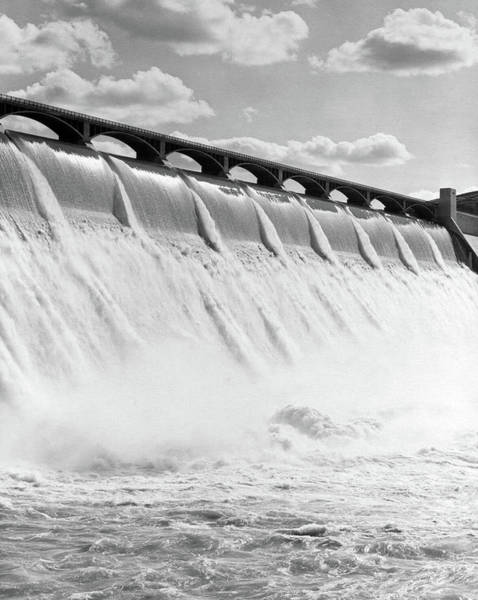 Spillway Photograph - 1940s Spillway Of The Grand Coulee Dam by Vintage Images