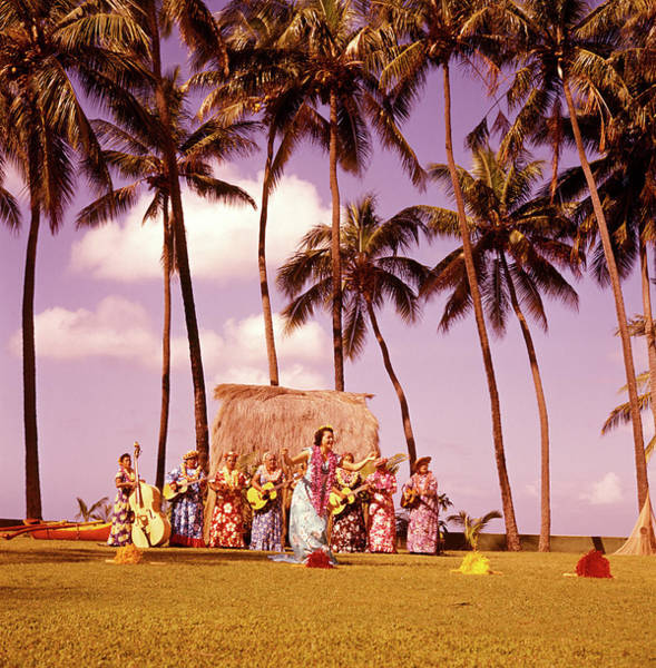 Wall Art - Photograph - 1960s Native Hawaiian Women Performing by Vintage Images