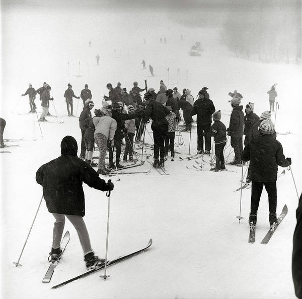 Wall Art - Photograph - 1960s Winter Skiing Group Men Women by Vintage Images