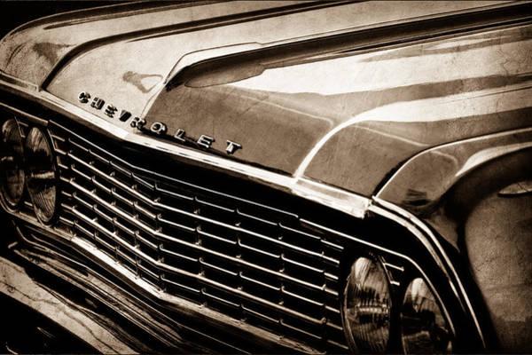 Chevy Chevelle Wall Art - Photograph - 1964 Chevrolet Chevelle Grille Emblem by Jill Reger