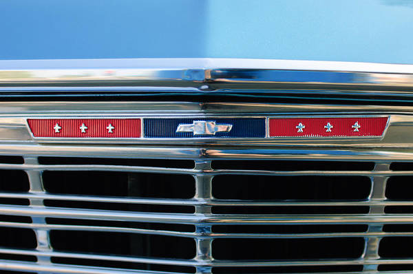 Malibu Photograph - 1967 Chevrolet Chevelle Malibu Grille Emblem by Jill Reger