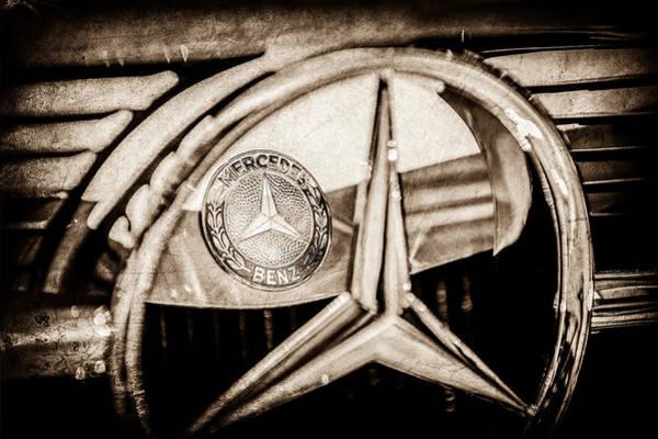 Wall Art - Photograph - 1968 Mercedes-benz 280 Sl Roadster Emblem -0919s by Jill Reger
