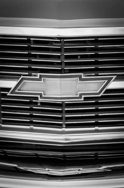Chevy Chevelle Wall Art - Photograph - 1969 Chevrolet Chevelle Grille Emblem by Jill Reger