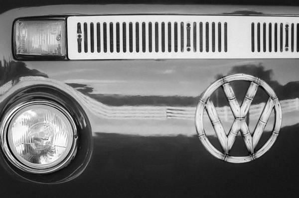 Transporter Wall Art - Photograph - 1978 Volkswagen Vw Transporter Bus Grille Emblem by Jill Reger