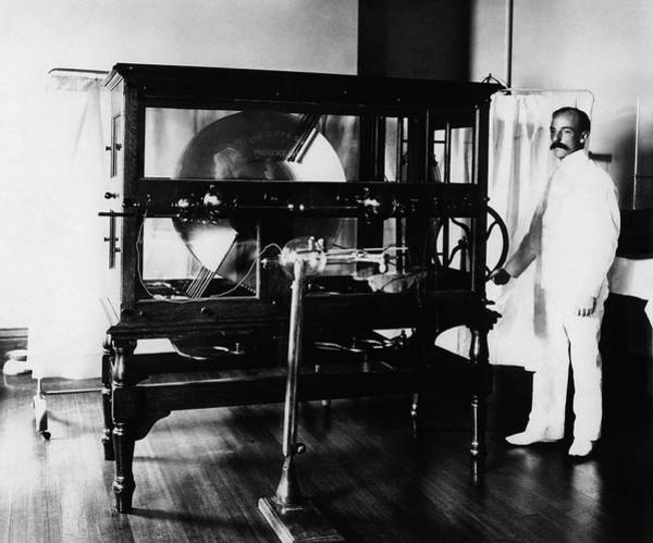 X-ray Photograph - 19th Century X-ray Machine by Otis Historical Archives, National Museum Of Health And Medicine