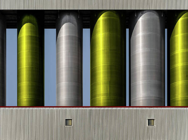 Silo Photograph - .... by Harry Verschelden