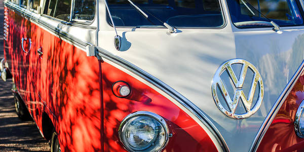 Vw Emblem Photograph - 96 Inch Panoramic - 1961 Volkswagen Vw 23-window Deluxe Station Wagon Emblem by Jill Reger