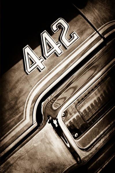 Oldsmobile 442 Wall Art - Photograph - 1971 Oldsmobile 442 Taillight Emblem by Jill Reger