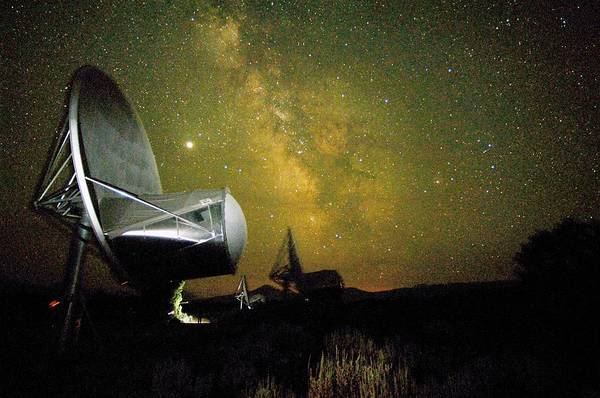 Extraterrestrial Life Photograph - Allen Telescope Array At Night by Dr Seth Shostak/science Photo Library
