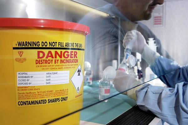 Wall Art - Photograph - Cytotoxic Drug Preparation by John Thys/reporters/science Photo Library