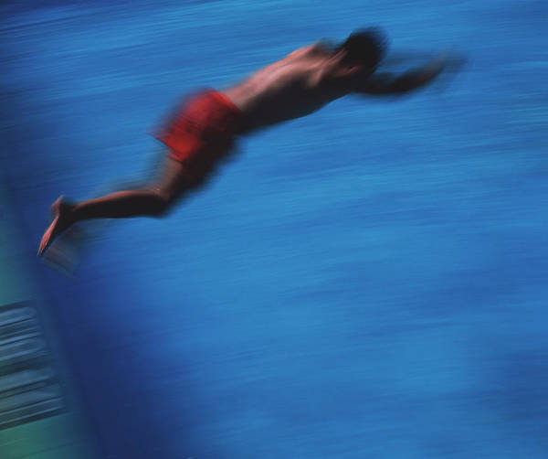 Moving Water Photograph - Diving by Matthew Munro/science Photo Library