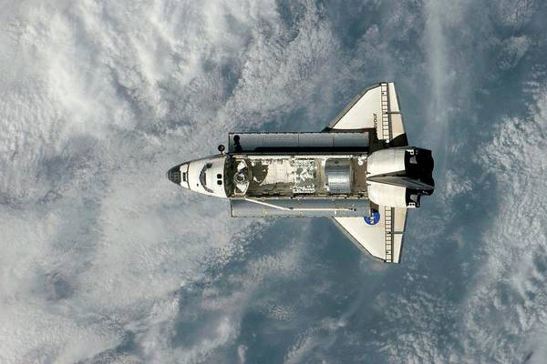 Endeavour Photograph - Endeavour Approaching The Iss by Nasa/science Photo Library