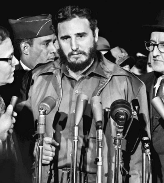 Wall Art - Photograph - Fidel Castro (1926-2016) by Granger