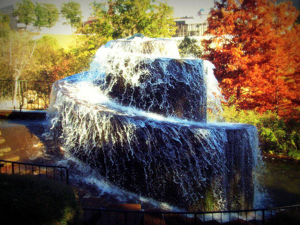 Photograph - Finlay Park Fountain 3 by Lisa Wooten