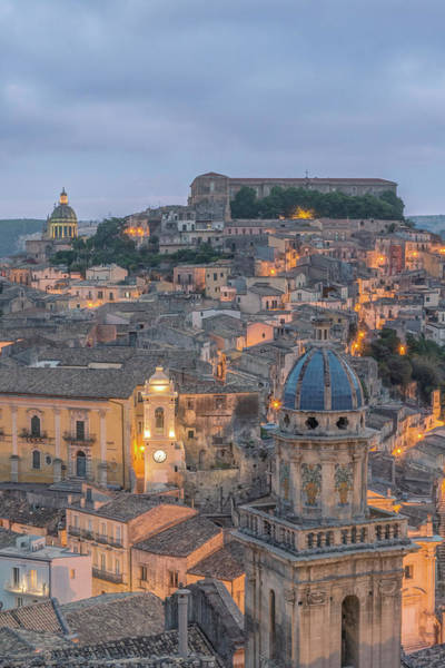 Historic Triangle Photograph - Italy, Sicily, Ragusa, Looking by Rob Tilley