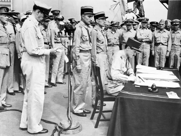 Jacques Photograph - Japanese Surrender Ceremony by Underwood Archives