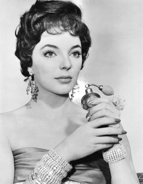 Wall Art - Photograph - Joan Collins, Ca. Late 1950s by Everett