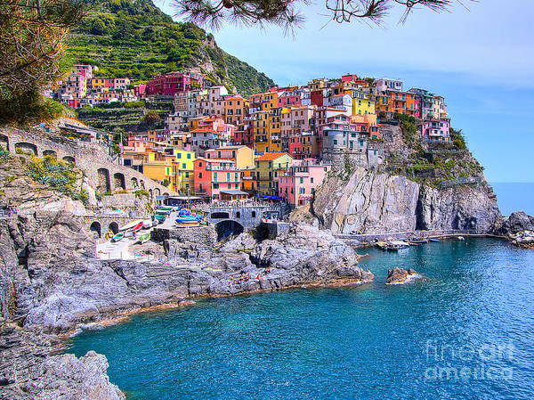 Sunbather Wall Art - Photograph - Manarola Cliffside Houses In Cinque Terre Italy by Christy Woodrow