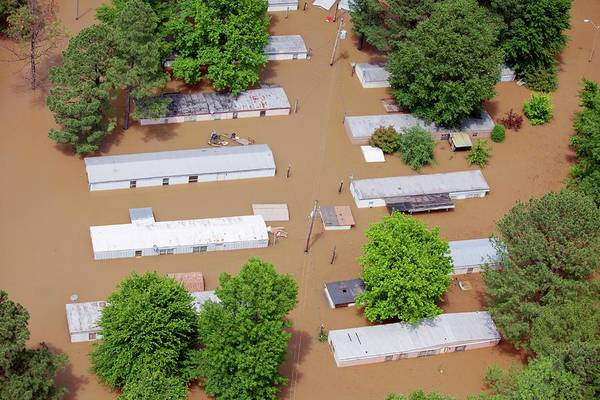 Trailer Photograph - Mississippi River Floods by Jim Edds/science Photo Library