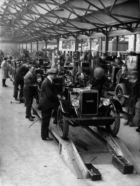 Wall Art - Photograph - Morris Motors Factory by Oxford University Images/science Photo Library