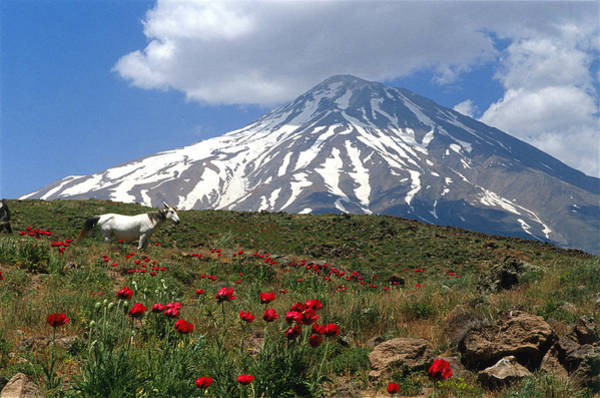 Wall Art - Photograph - Mount Damavand by Babak Tafreshi/science Photo Library