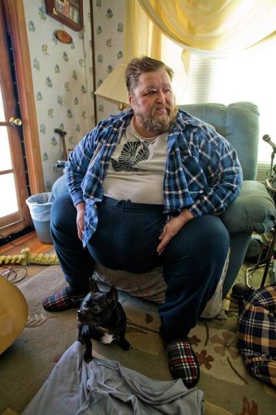 Wall Art - Photograph - Obese Man by Peter Menzel/science Photo Library