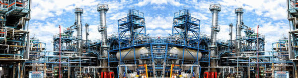 Wall Art - Photograph - Oil And Gas Refinery by Christian Lagerek/science Photo Library