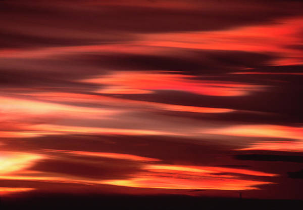 Mother Of Pearl Photograph - Polar Stratospheric Clouds by David Hay Jones/science Photo Library
