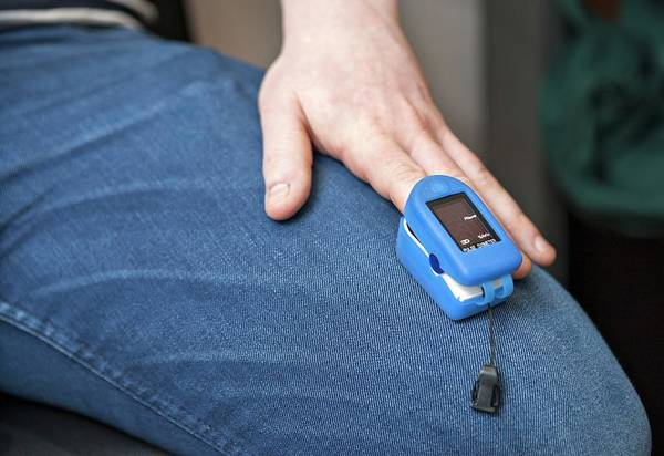 Pulse Photograph - Pulse Oximeter by Lewis Houghton/science Photo Library
